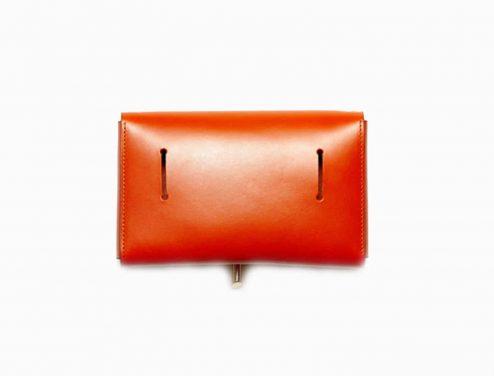 Sac à main enveloppe orange arrière - Scène Discrète