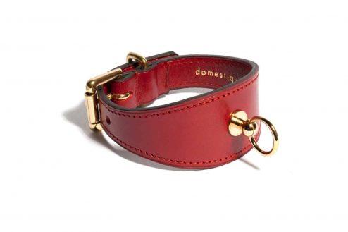 Bracelet Linotte en cuir rouge arrière - Scène Discrète
