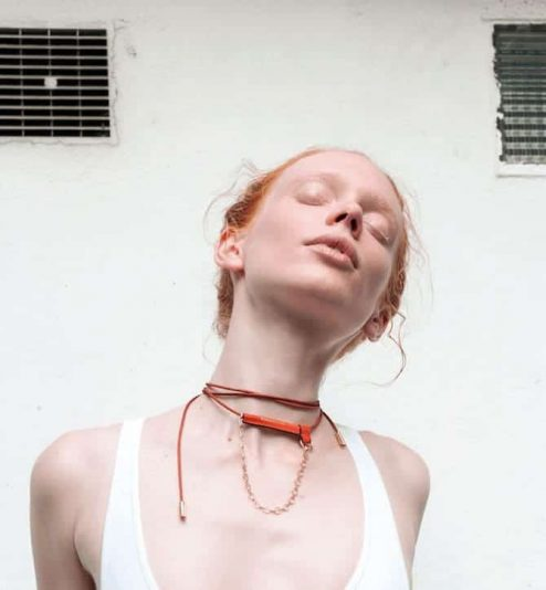 Collier de cordée orange - Scène Discrète