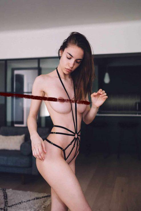 Harnais SCARLETT en velours noir avant - Couture de Nuit